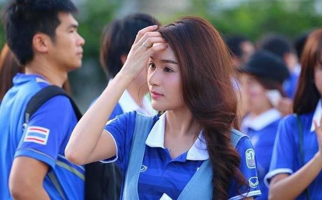 Sau Myanmar, fan Thái Lan để lại hình ảnh đáng trân trọng ở AFF Cup 2018
