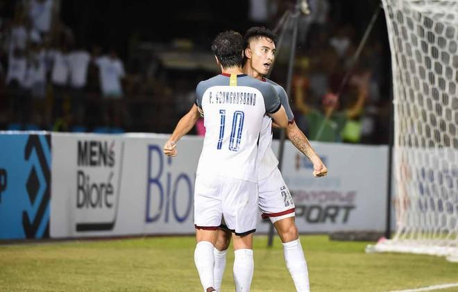 Sát thủ Philippines trút giận lên đồng đội sau khi thua Việt Nam - Ảnh 1.