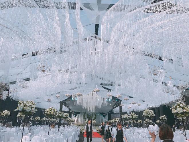 Siêu đám cưới trang trí hết 4 tỷ đồng ở Thái Nguyên: 13 năm bên nhau và niềm hạnh phúc sau bao sóng gió của cô dâu - Ảnh 1.