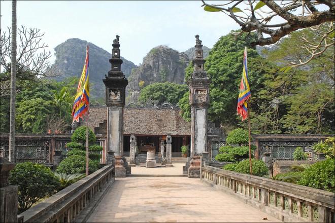 Lê Hoàn được suy tôn làm vua, đánh cho quân Tống thua tan nát trên sông Bạch Đằng - Ảnh 1.