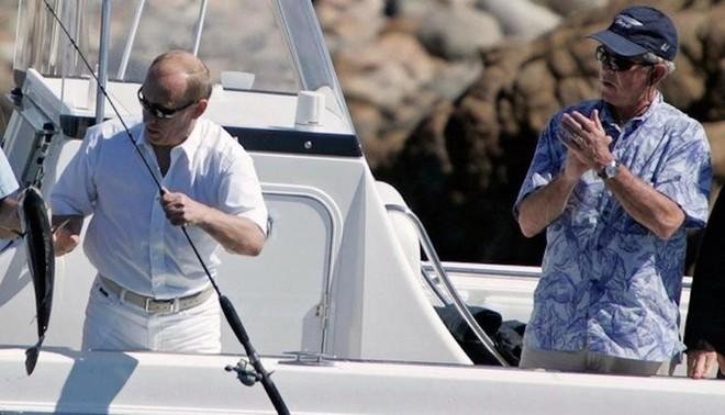 Chuyến câu cá để đời: TT Putin đã nói gì về màn thể hiện tay lái lụa của ông Bush cha? - Ảnh 4.