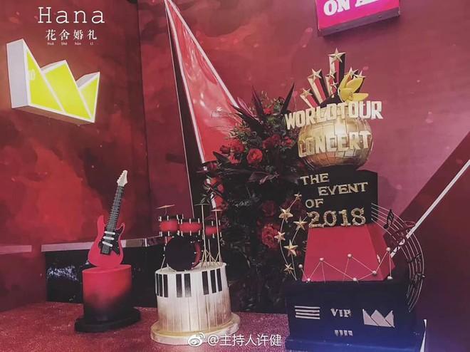 Khi cô dâu và chú rể đều là fan Big Bang: Sân khấu ngập tràn sắc vàng, hoa cưới cũng chính là lightstick - Ảnh 2.