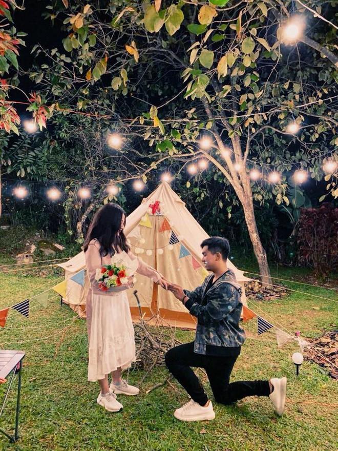 Sau lễ ăn hỏi bí mật, MiA hé lộ loạt ảnh được ông xã tương lai cầu hôn đầy lãng mạn và độc đáo - Ảnh 2.
