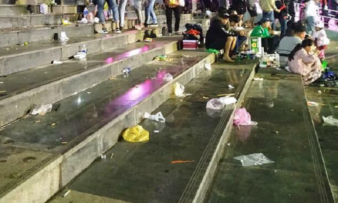 Rác ngập quảng trường ở Đà Lạt sau trận bán kết lượt đi giữa Việt Nam - Philippines - Ảnh 5.