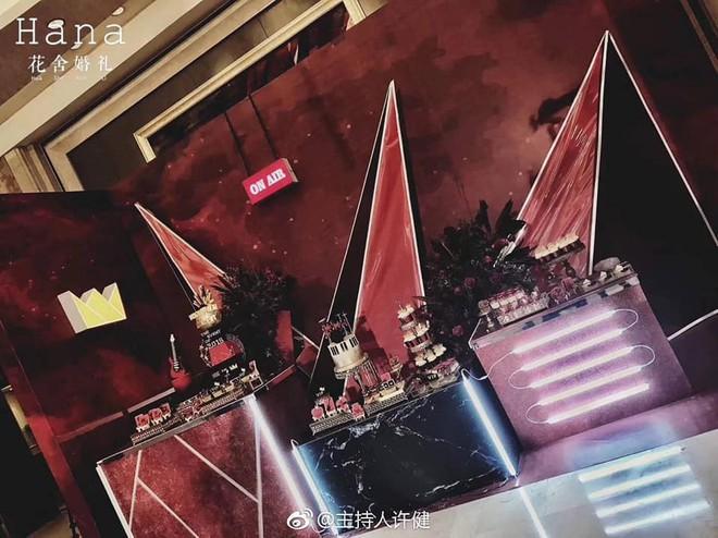 Khi cô dâu và chú rể đều là fan Big Bang: Sân khấu ngập tràn sắc vàng, hoa cưới cũng chính là lightstick - Ảnh 6.