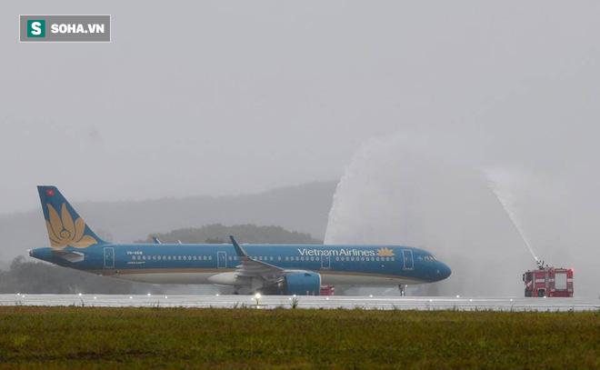 Thủ tướng bấm nút khánh thành sân bay Vân Đồn - Ảnh 10.