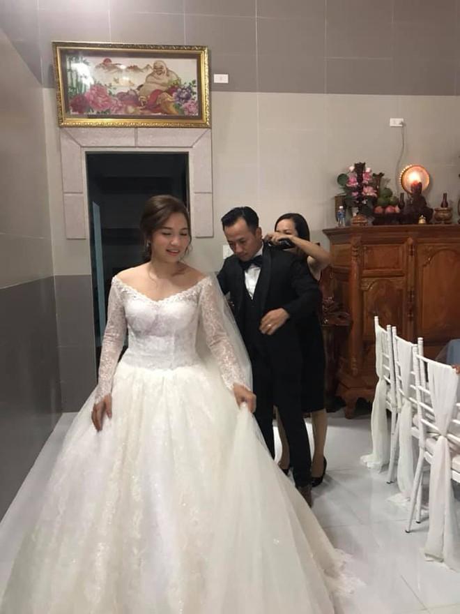Rapper Tiến Đạt rạng rỡ bên cô dâu 9X trong đám cưới tại quê nhà - Ảnh 3.
