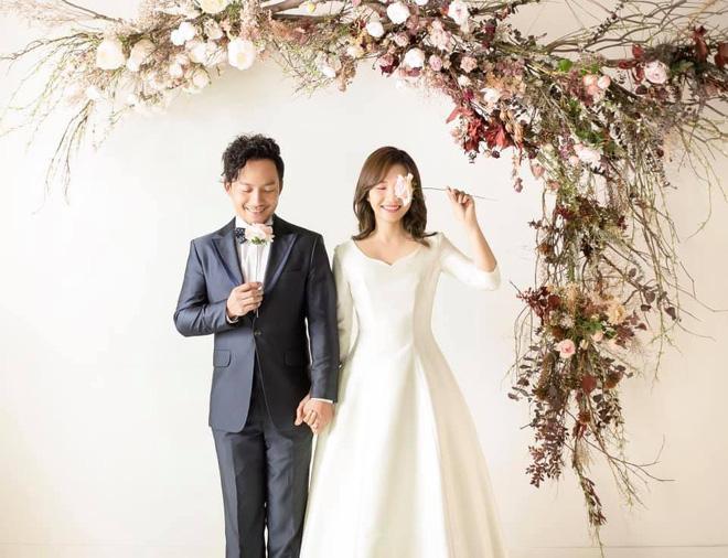 Rapper Tiến Đạt rạng rỡ bên cô dâu 9X trong đám cưới tại quê nhà - Ảnh 15.