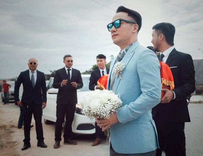 Rapper Tiến Đạt rạng rỡ bên cô dâu 9X trong đám cưới tại quê nhà - Ảnh 14.
