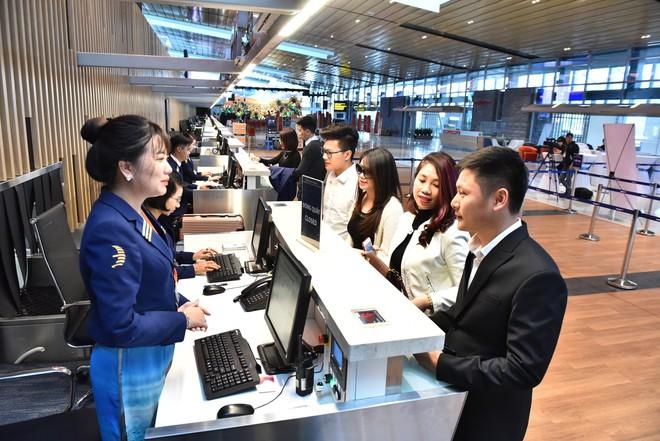 Thủ tướng bấm nút khánh thành sân bay Vân Đồn - Ảnh 21.