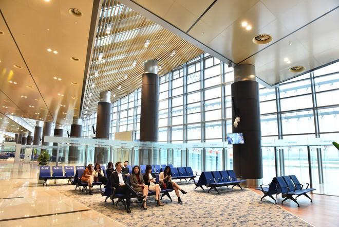 Thủ tướng bấm nút khánh thành sân bay Vân Đồn - Ảnh 24.