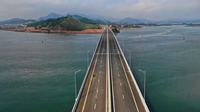 Thủ tướng bấm nút khánh thành sân bay Vân Đồn - Ảnh 29.