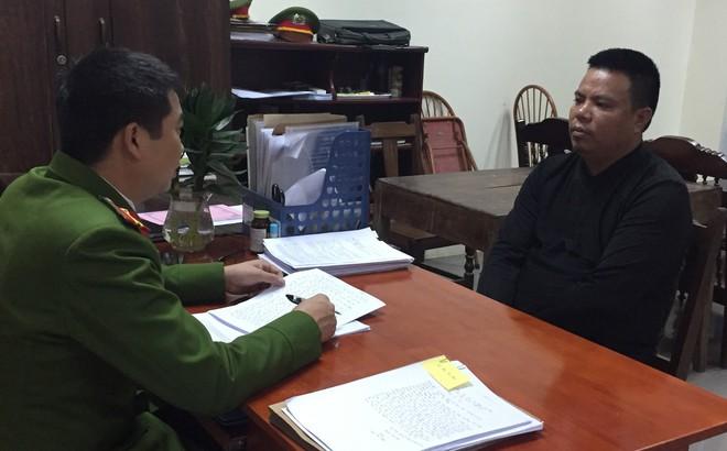 Bắc Giang: Bắt đối tượng cho vay nặng lãi, thu giữ súng và gần chục thanh kiếm tại nhà