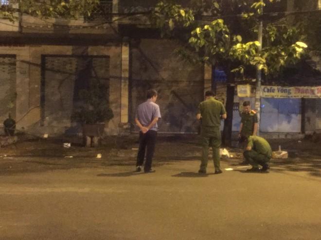 Giang hồ nổ súng thanh toán nhau ở Sài Gòn, 1 người nguy kịch - Ảnh 1.