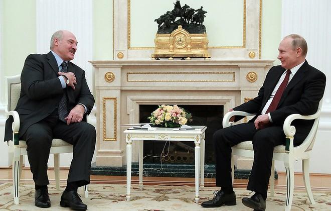 Chỉ nói 1 câu đùa ẩn ý, ông Putin được thưởng thức tinh hoa ẩm thực Belarus - Ảnh 1.