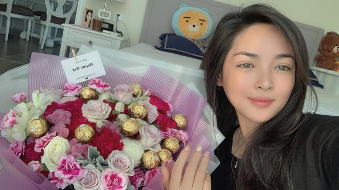 Hotgirl thẩm mỹ Vũ Thanh Quỳnh: 2 năm trước bị quỵt lương, nay nhan sắc thăng hạng, được người bí ẩn tặng hoa mỗi ngày - Ảnh 10.