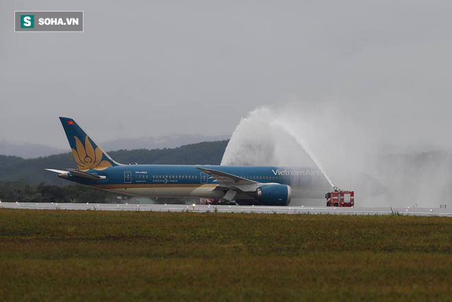 Thủ tướng bấm nút khánh thành sân bay Vân Đồn - Ảnh 12.