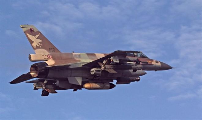 Israel tấn công: PK Syria lúng túng, tên lửa S-300 tránh thiệt hại - Ảnh 1.