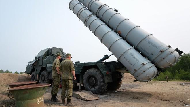 Israel tấn công: PK Syria lúng túng, tên lửa S-300 tránh thiệt hại - Ảnh 3.
