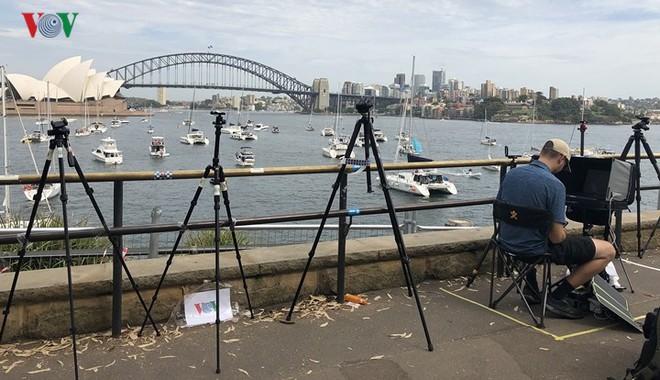 Sydney: Hàng trăm ngàn người xếp hàng lấy chỗ xem pháo hoa năm mới - Ảnh 6.