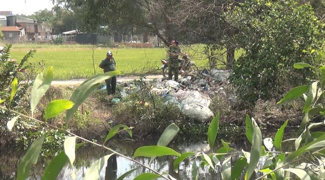 Nghi án thanh niên mặc áo GrabBike bị sát hại cướp tài sản ở vùng ven Sài Gòn - Ảnh 1.