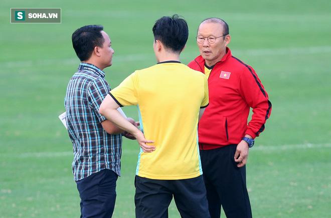 Chưa bình phục chấn thương, nhạc trưởng ĐT Việt Nam khiến thầy Park lo lắng - Ảnh 1.