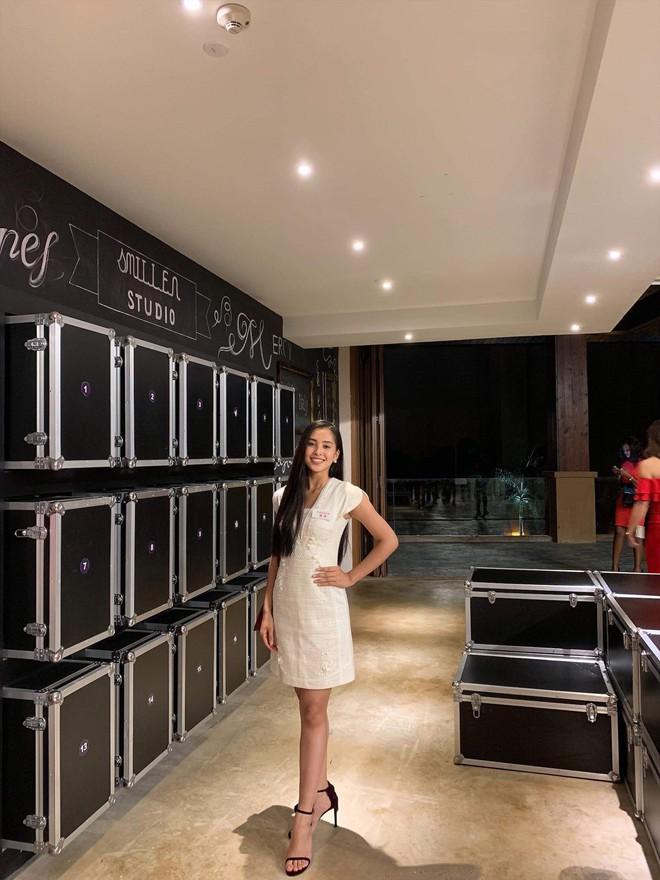 Tiểu Vy lọt Top 5 dự án nhân ái, chắc suất Top 30 Miss World - Ảnh 1.