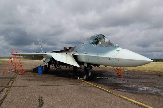 Tiêm kích tàng hình Su-57: Từ trạng thái trần trụi tới lớp sơn ngụy trang độc đáo - Ảnh 2.
