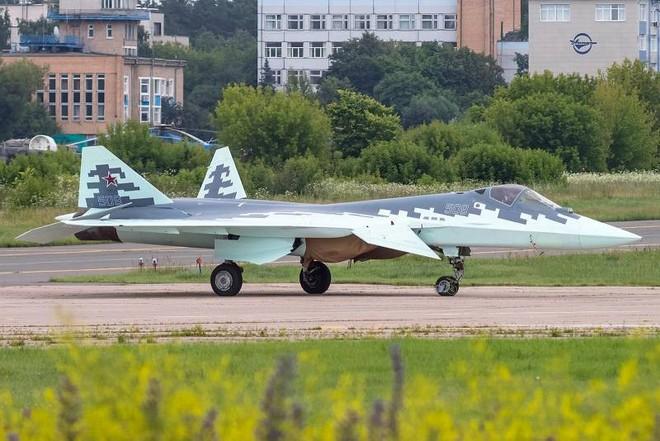 Tiêm kích tàng hình Su-57: Từ trạng thái trần trụi tới lớp sơn ngụy trang độc đáo - Ảnh 3.