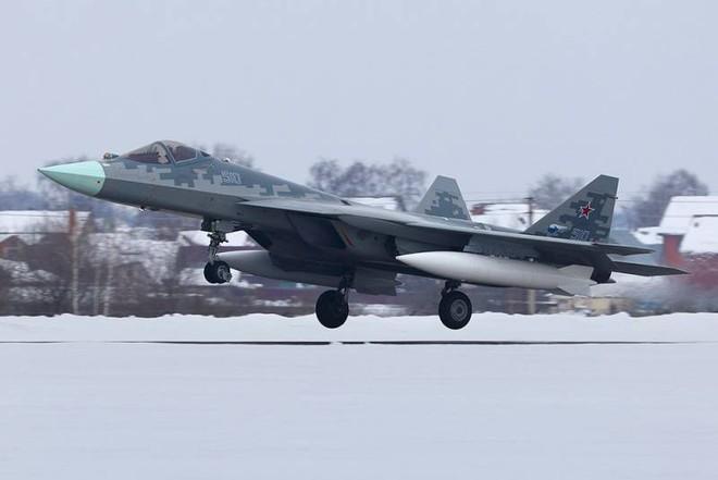 Tiêm kích tàng hình Su-57: Từ trạng thái trần trụi tới lớp sơn ngụy trang độc đáo - Ảnh 4.