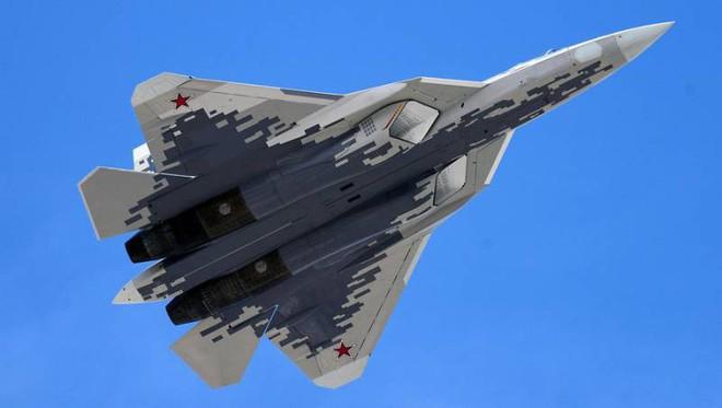 Tiêm kích tàng hình Su-57: Từ trạng thái trần trụi tới lớp sơn ngụy trang độc đáo - Ảnh 5.