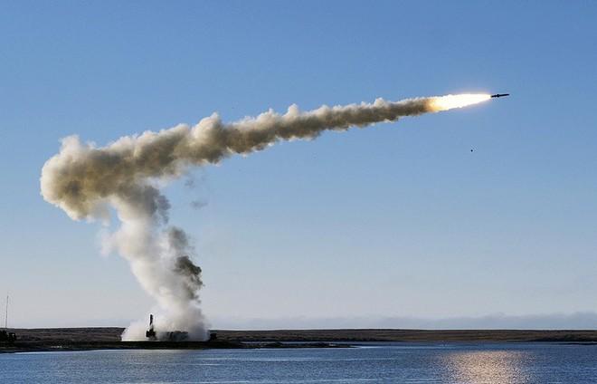 Sau đâm húc, bắt sống tàu Hải quân Ukraine, tên lửa bờ Nga lại gầm thét ở Crimea - Ảnh 1.
