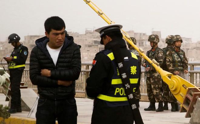 """Trung Quốc nổi trận lôi đình trước lời kể rợn người về """"trại cải huấn Tân Cương"""""""