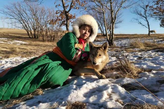 Cô gái Mông Cổ với dàn thú cưng độc 8 con sói, 3 bạn trai đều đòi chia tay vì sợ cãi nàng sẽ bị ăn thịt - Ảnh 6.