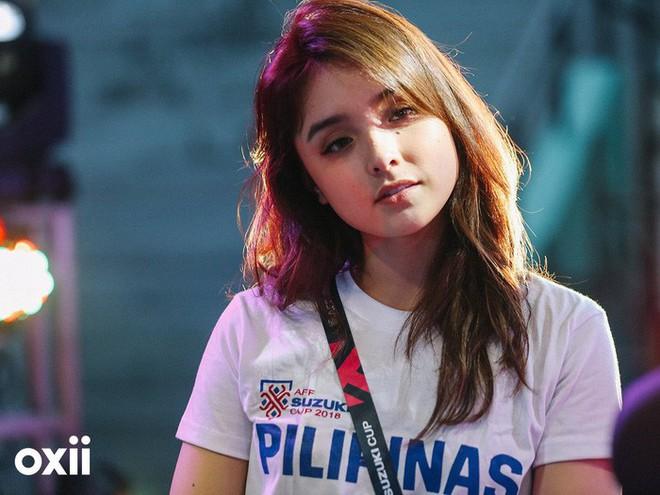 Cổ động viên Philippines xinh đẹp hút hồn tại AFF Cup 2018 - Ảnh 1.