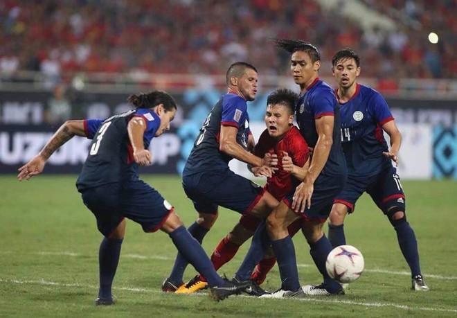 Quang Hải và lời than thở sau khi liên tục dính đòn từ những cầu thủ cao to của Philippines - Ảnh 2.