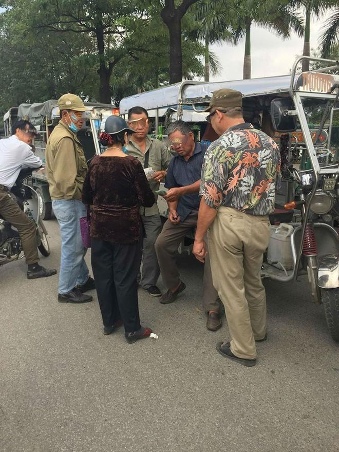 Cò vé chèo kéo trước sân Mỹ Đình, Hàng Đẫy hé lộ chỉ một cuộc điện thoại là có sấp vé để bán - Ảnh 4.