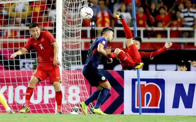 """ESPN khâm phục 2 bàn thắng đánh sập """"giấc mộng Philippines"""" của Quang Hải, Công Phượng"""
