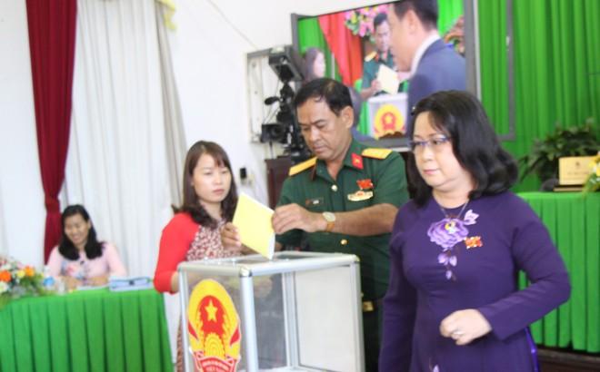 Nữ Phó Chủ tịch UBND Cần Thơ có phiếu tín nhiệm thấp nhiều nhất