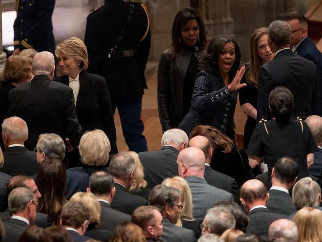 Hình ảnh nghẹn ngào: Vĩnh biệt cha, cựu TT Bush con không kìm được cảm xúc, khóc nức nở  - Ảnh 4.