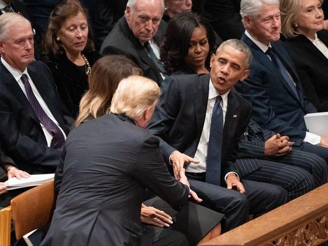 Hình ảnh nghẹn ngào: Vĩnh biệt cha, cựu TT Bush con không kìm được cảm xúc, khóc nức nở  - Ảnh 8.