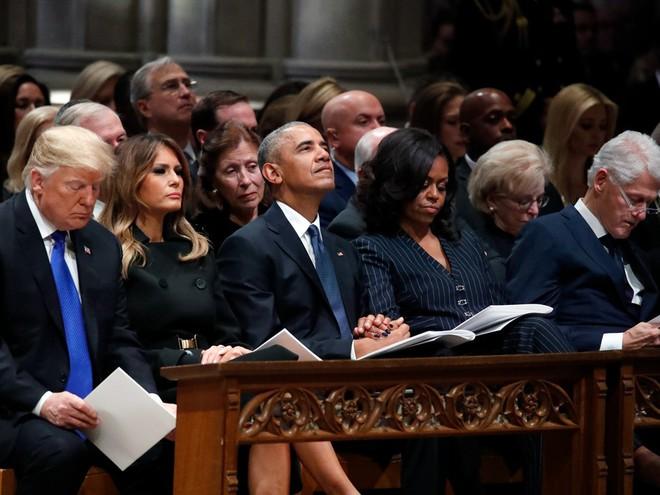 Hình ảnh nghẹn ngào: Vĩnh biệt cha, cựu TT Bush con không kìm được cảm xúc, khóc nức nở  - Ảnh 9.
