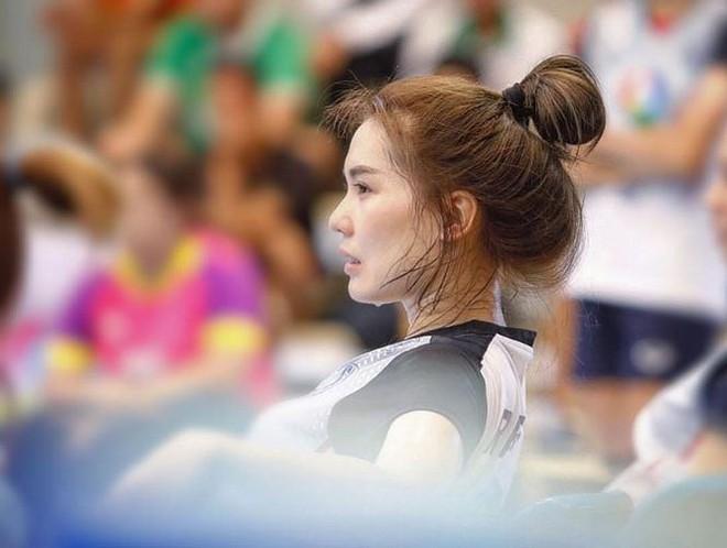 Dung nhan xinh đẹp của 'thiên thần bóng chuyền' Thái Lan - Ảnh 2.