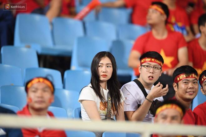 Loạt fan girl xinh xắn chiếm sóng tại Mỹ Đình trước trận bán kết Việt Nam - Philippines - Ảnh 17.