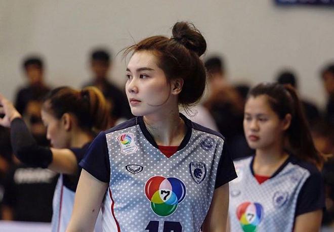 Dung nhan xinh đẹp của 'thiên thần bóng chuyền' Thái Lan - Ảnh 3.