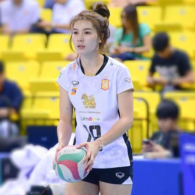 Dung nhan xinh đẹp của 'thiên thần bóng chuyền' Thái Lan - Ảnh 8.
