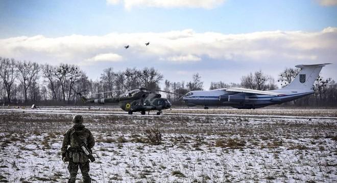 [ẢNH] Nga nổi giận khi Không quân Ukraine đưa đơn vị tấn công xung kích tới sát biên giới - Ảnh 1.