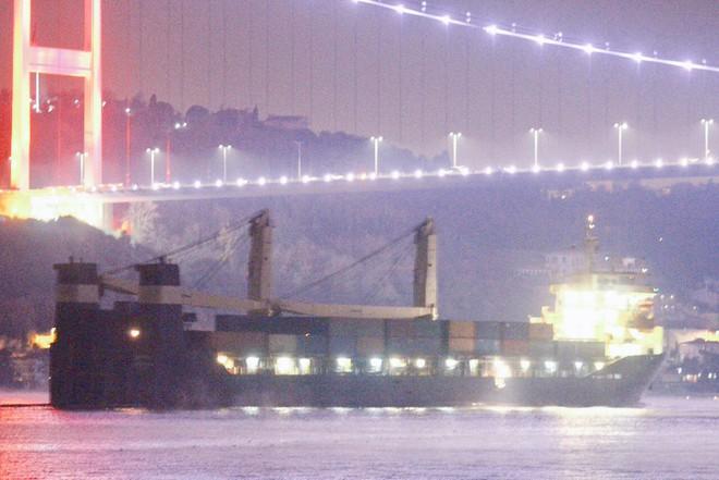 Nga cấp tốc lập cùng lúc 2 cầu tiếp viện hàng không và hàng hải cho Syria: Sắp đánh lớn? - Ảnh 3.