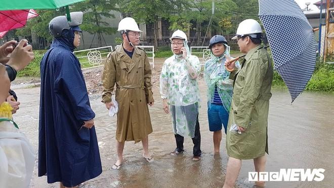 Ngập úng chưa từng có trong lịch sử, Chủ tịch Đà Nẵng chỉ đạo 'nóng' - Ảnh 1.