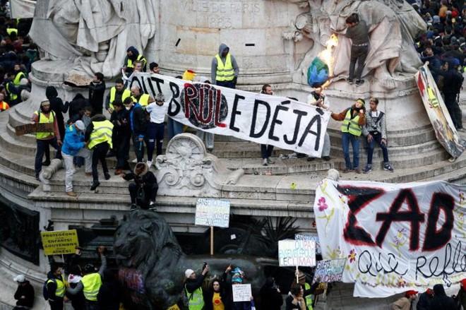 Paris của Pháp tiếp tục hỗn loạn trong đợt biểu tình thứ 4 - Ảnh 12.